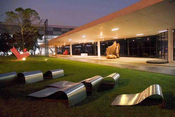 vista do jardim do museu de arte moderna de são paulo no parque ibirapuera