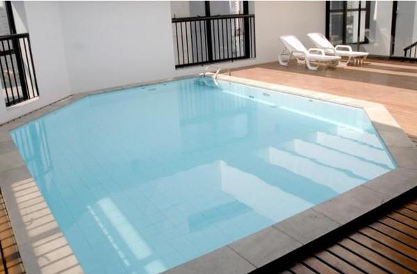 piscina ao ar livre hotel tsue bienal flat