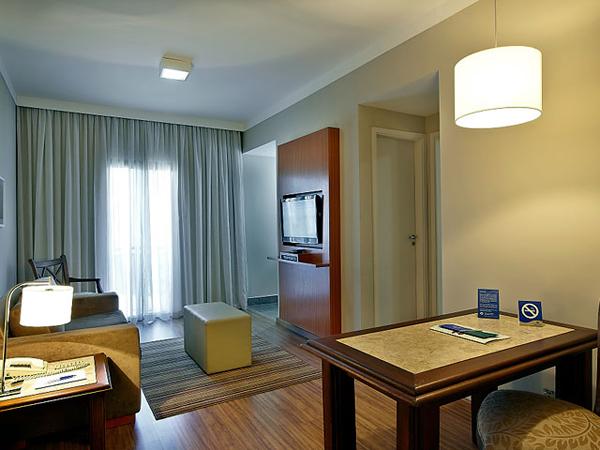 quarto com sala de estar hotel trasamerica classic opera