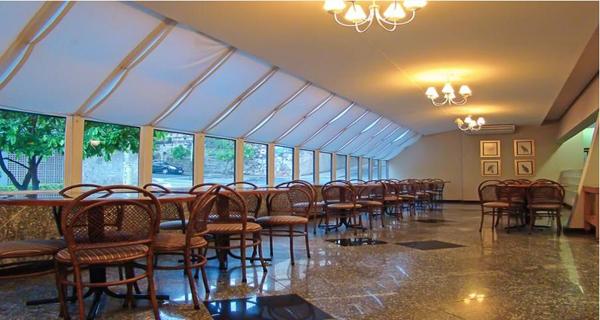 restaurante com vista externa hotel plaza inn master ribeirão preto