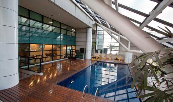 piscina coberta do hotel blue tree premium paulista