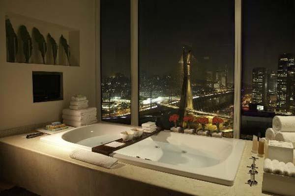 vista da ponte estaiada banheiro do hotel grand hyatt são paulo