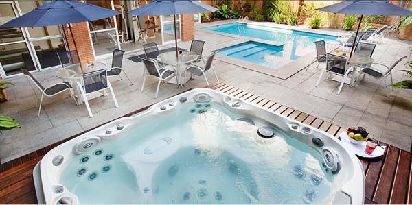 piscina e hidro spa Hotel Etoile George V Jardins