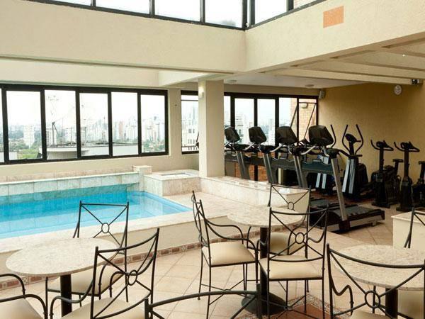 piscina do hotel estanplaza nacoes unidas