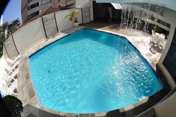 piscina do hotel fortune residence