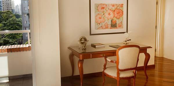 varanda um dormitório Hotel Etoile George V Jardins