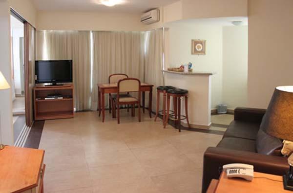 quarto com varanda hotel fortune residence