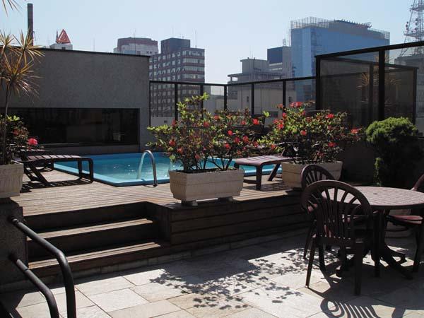 piscina do hotel london class suítes
